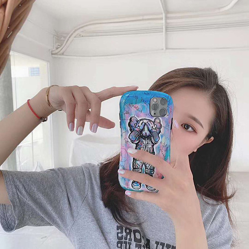 Kawsブランドiphone 7/8 plus/se2ケースiphone 11/11 pro/11 pro maxケース 韓国風セレブ愛用全機種対応ハイブランドケース パロディ